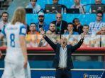 pelatih-argentina-jorge-sampaoli-kanan-bereaksi-saat-pertandingan-argentina-melawan-islandia_20180716_052113.jpg