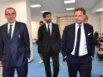 pelatih-juventus-maurizio-sarri-presiden-andrea-agnelli-dan-direktur-olahraga-fabio-paratici.jpg