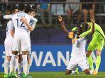pemain-tim-nasional-inggris-merayakan-keberhasilan-mereka-mengalahkan-italia_20170609_045959.jpg