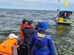 pencarian-korban-tenggelam-kapal-nelayan-km-putri-ayu-3.jpg