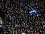 penggemar-celtic-mendukung-klub-favoritnya-dalam-laga-grup-b-liga-champions_20171024_053928.jpg