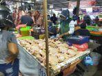 penjual-daging-ayam-potong-di-pasar-tradisional-sampit-kabupaten-kotawaringin-timur-kalteng-safas.jpg