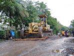 perbaikan-jalan-nasional-yang-rusak-di-desa-sungai-gampa-asahi111.jpg
