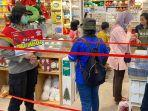 petugas-saat-melakukan-sosialisasi-di-pusat-perbelanjaan-sfa.jpg