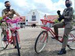 petugas-satpol-pp-bersepeda-di-kawasan-lapangan-murjani-kota-banjarbaru.jpg