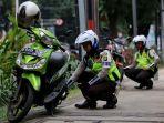 polisi-menggembosi-ban-sepeda-motor_20170718_095444.jpg