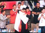 presiden-jokowi-berpelukan-dengan-prabowo_20180829_194522.jpg