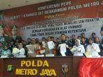 press-conference-jasa-suntik-stem-cell-di-polda-metro-jaya.jpg
