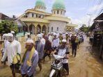 ratusan-warga-memadati-masjid-bersejarah-asdfsdsdf.jpg