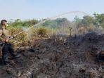 relawan-kebakaran-lahan_20180821_145538.jpg