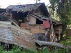 rumah-tertimpa-pohon-kelapa-di-kandangan_20181015_101818.jpg