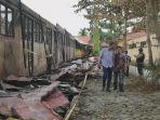 sekolah-yang-dibakar-hingga-saat-ini-belum-dilakukan-perbaikan-faturahman_20170912_111942.jpg