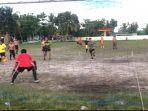 sepak-bola-gembira-atau-fun-games-di-lapangan-mini-den-zibang-komplek-kampung.jpg