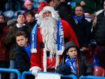 sinterklas-hadir-di-stadion-john-smiths-brighton-hove-albion-vs-huddersfield-town_20171226_061315.jpg