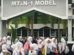 siswa-mtsn-1-model-palangkaraya_20150505_101648.jpg
