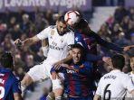 striker-real-madrid-karim-benzema-levante-moses-simon-liga-spanyol.jpg