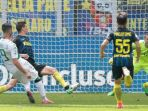 striker-sassuolo-pietro-iemmello-mencetak-gol-ke-gawang-inter-milan_20170515_050957.jpg