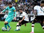 striker-valencia-maxi-gomez-merayakan-golnya-ke-gawang-barcelona.jpg