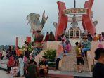 taman-wisata-ikon-patung-jelawat-di-bantaran-sungai-mentaya-sampit.jpg