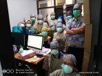 tenaga-medis-rs-dr-doris-sylvanus-palangkaraya-saat-menunggu-hasil-pemeriksaan-swab-pcr.jpg