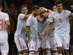 timnas-spanyol-merayakan-gol-marc-bartra-saat-menghadapi-wales_20181012_050452.jpg