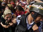 tribun-kalteng-aksi-kekerasan-polisi-china-terhadap-muslim-uighur_20170930_150731.jpg