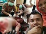 tribun-kalteng-dua-perawat-wefie-di-depan-mayat_20170512_161140.jpg