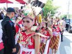 tribun-kalteng-festival-tari-kebangsaan_20180818_112844.jpg