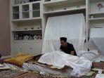 tribun-kalteng-jenazah-suami-ririn-ekawati_20170611_133309.jpg
