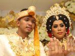 tribun-kalteng-pernikahan-evi-masamba-dengan-aryef-wahid_20181025_100726.jpg