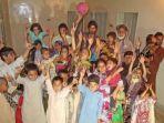 tribun-kalteng-sopir-truk-pakistan-bersama-anak-anaknya_20170418_153020.jpg