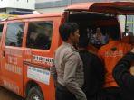 tribunkalteng-ambulan-bawa-jasad-hasri-rianto_20171227_215806.jpg