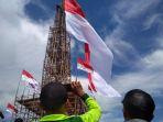 tribunkalteng-bendera-raksasa_20171029_071401.jpg