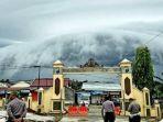 tribunkalteng-fenomena-awan-di-kutai-barat_20180401_110027.jpg