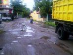 tribunkalteng-jalan-rusak-di-palangkaraya_20180526_112942.jpg
