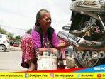 tribunkalteng-memak-masitoh-penambal-ban_20180324_065427.jpg