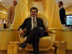 tribunkalteng-pangeran-alwaleed-bin-talal-di-jet-pribadi-miliknya_20171110_065524.jpg