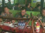 tribunkalteng-tiga-jenderal-makan-di-warung_20171011_101806.jpg