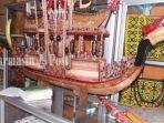 tribunkaltengcom-miniatur-perahu-khas-kalteng-dari-getah-nyatu.jpg