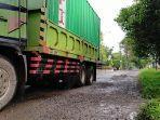 truk-besar-dengan-tonase-diatas-delapan-ton-asdfsdfa.jpg