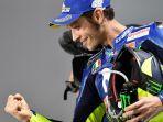 valentino-rossi-saat-merayakan-podium-posisi-ketiga-pada-balapan-motogp-qatar_20180319_051219.jpg