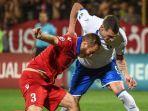 varazdat-haroyan-andrea-belotti-armenia-vs-italia-pada-kualifikasi-euro-2020.jpg