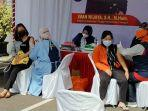 warga-palangkaraya-ikuti-kegiatan-vaksinasi-covid-19-di-gedung-kejati-kalteng.jpg