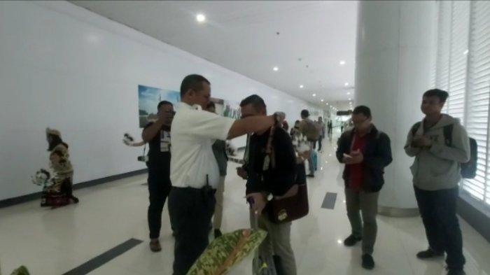 Dapat Kejutan jadi Penumpang Pertama di Awal Tahun di Bandara SAMS, Penumpang: Wow Surprise Sekali