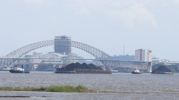 Ketua DPRD Kukar Minta KSOP Batasi Maraknya Kapal Ponton & Tugboat di Sungai Mahakam, Ini Alasannya