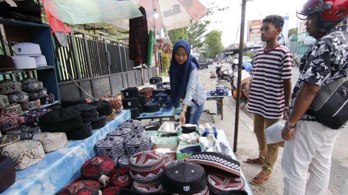 VIDEO - Mengais Berkah Ramadhan, Kakak Adik Berjualan Peci,  3 Minggu Terjual Lebih dari 15 Kodi