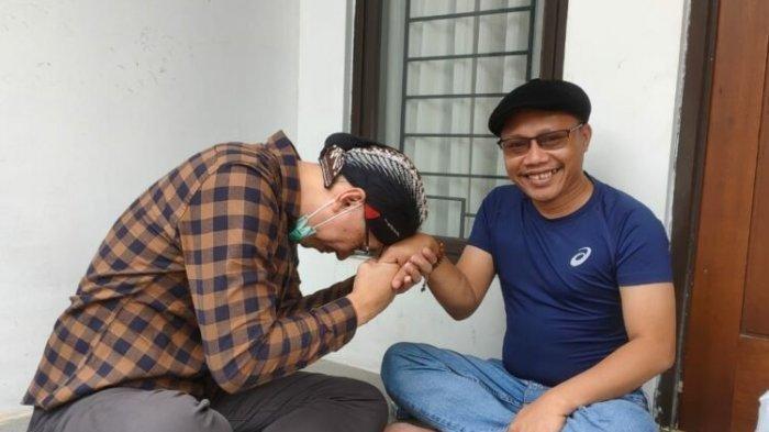 Tak Muncul di Medsos, Permadi Arya Cium Tangan Ketum Pemuda Muhammadiyah, Pensiun Jadi Influencer?