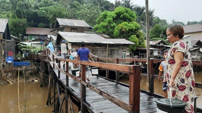 ACT–MRI Kaltim Bagikan Ratusan Paket Personal Hygiene kepada Korban Banjir Samarinda