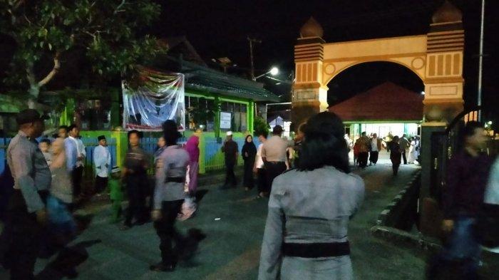 BREAKING NEWS Ustadz Abdul Somad Beri Tausiyah di Masjid Agung Istiqomah, Umat Muslim Berduyun-duyun