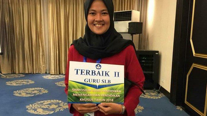 Ade Putri Sarwendah, guru SLB di Balikpapan.